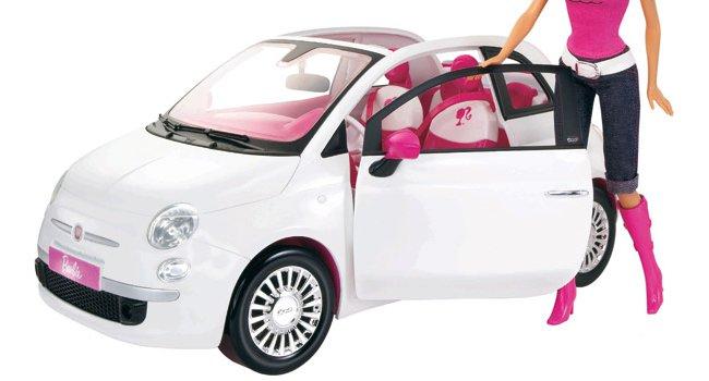 Barbie et sa Fiat 500 décapotabl